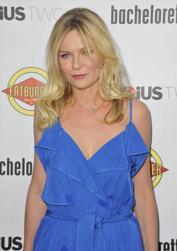 """커스틴 던스트 바탕화면 probably with a trench 코트 titled """"Bachelorette"""" Premiere in Hollywood - August 23, 2012"""
