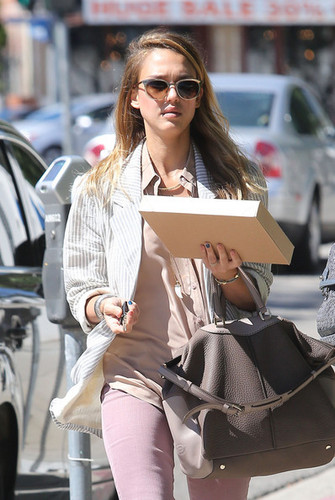 A Blonde Jessica Alba Shops In Beverly Hills [August 27, 2012]