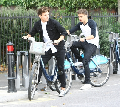 One Direction Images Aug 22nd Liam And Louis Riding Bikes