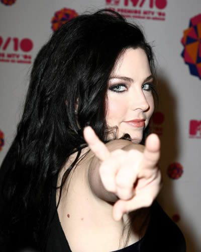 Amy Lee wallpaper probably with a portrait called Amy <3