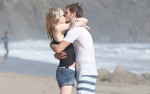 Andrew & Emma kissing on the strand