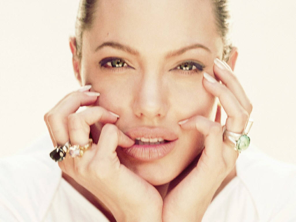 Angelina  angelina jolie
