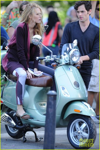 Blake and Penn hop onto a Vespa together to film a scene for Gossip Girl (August 28)