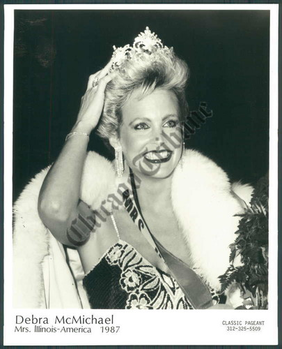 Former WWE Diva... Debra پیپر وال with a فر, سمور کوٹ titled Debra - Mrs. Illinois America 1987