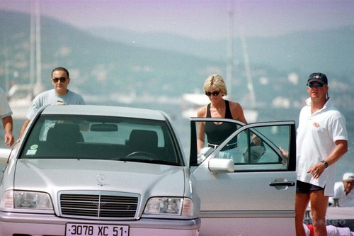 Принцесса Диана Обои possibly containing a sedan entitled Dodi and Diana on holiday, April, 1997