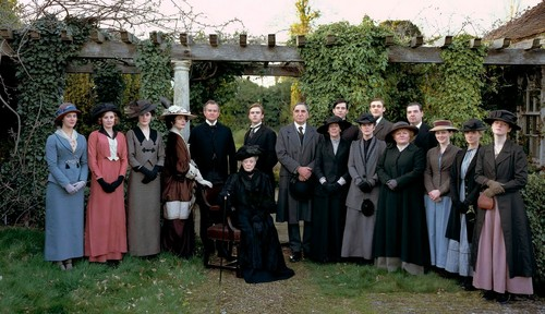 Downton Abbey fond d'écran probably with a street, a business suit, and a surcoat, surcot entitled Downton Abbey Cast