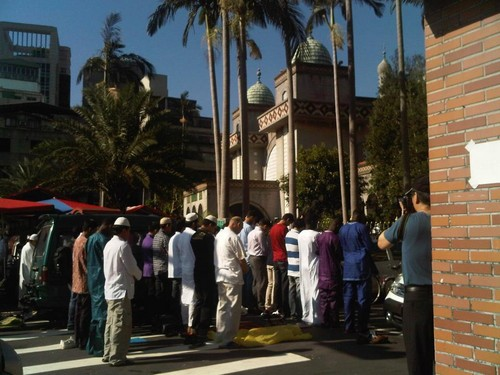 MUSLIMS 壁紙 probably containing a 通り, ストリート entitled Eid prayers from all over the world