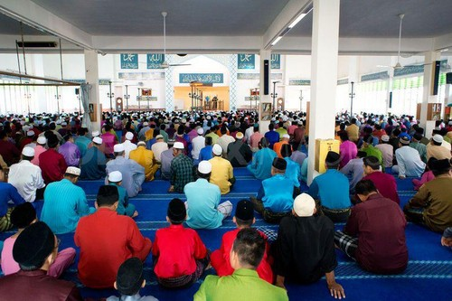 MUSLIMS fond d'écran with a lire room called Eid prayers from all over the world