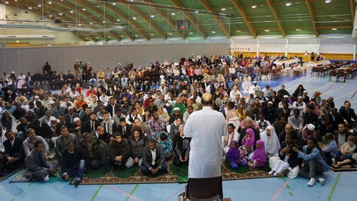 MUSLIMS fond d'écran entitled Eid prayers from all over the world