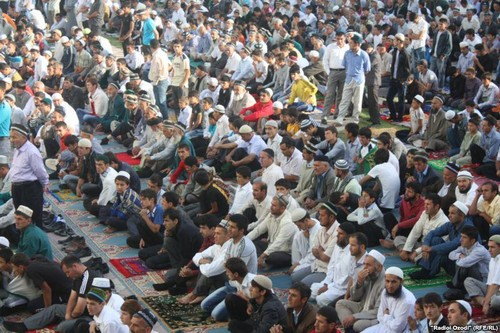 MUSLIMS fond d'écran probably containing a lire room called Eid prayers from all over the world