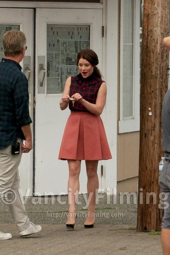 Once Upon a Time - Es war einmal... Hintergrund called Emilie de Ravin on set