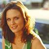 Olive McLane les pouces verts - Terminée Emily-emily-deschanel-31966831-100-100