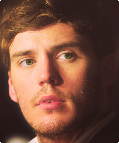 Finnick Odair kertas dinding possibly with a business suit and a portrait called Finnick