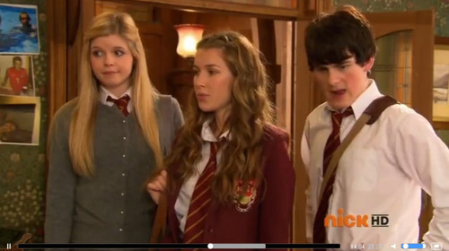 The House of Anubis fond d'écran probably containing a business suit titled Flustered