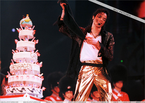 Happry Birthday, Michael