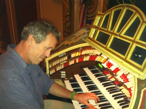 Hugh Laurie and an old organ Wurlitze - Theater Riviera .28.08.2012