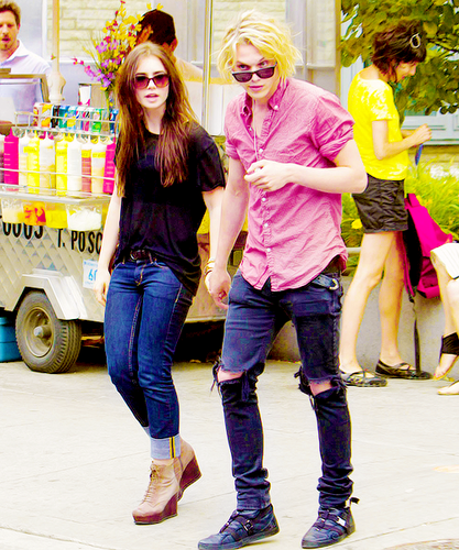 Jamie Campbell Bower achtergrond titled Jamie and Lily