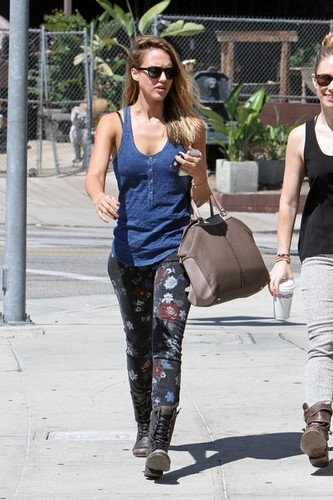 Jessica Alba at the Coffee frijol, haba [August 26, 2012]