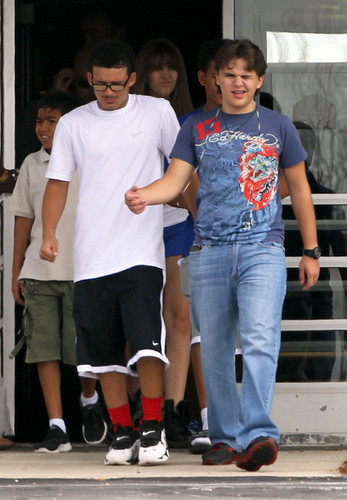 Paris Jackson kertas dinding titled Johnathan and his cousin Prince Jackson at Six Flags in illinoise NEW August 2012