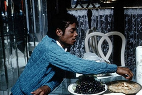 MJ eating pfannkuchen