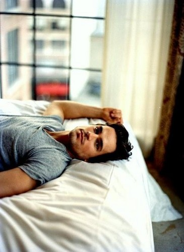 Matt Bomer Hintergrund probably with a bedroom, a hotel room, and a single bett called Matt♥