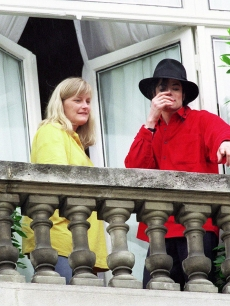 Michael And 秒 Wife, Debbie Rowe