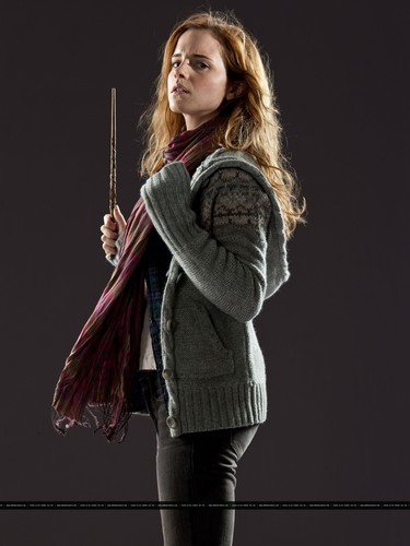 New promotional pictures of Emma Watson for Harry Potter and the Deathly Hallows part 1