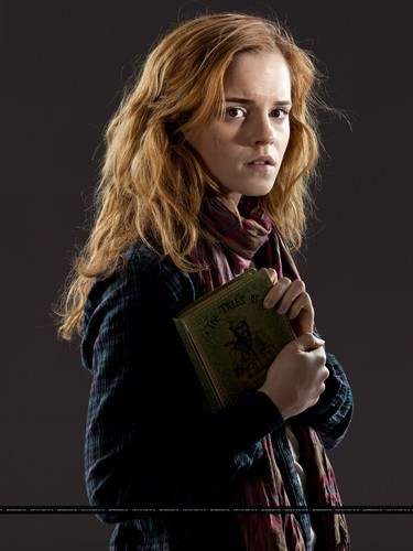 Hermione Granger karatasi la kupamba ukuta called New promotional pictures of Emma Watson for Harry Potter and the Deathly Hallows part 1