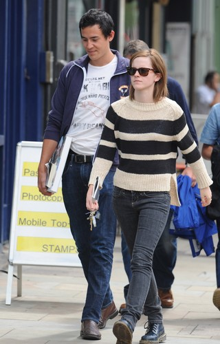Out & About in Londra - 25 August, 2012 - HQ