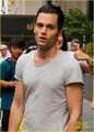Penn on the set of GG - penn-badgley photo