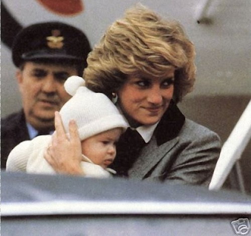 Princess Diana and her Sons Hintergrund called Princess Diana and baby Prince Harry
