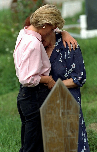 Princess Diana in Bosnia, 1997 - princess-diana Photo