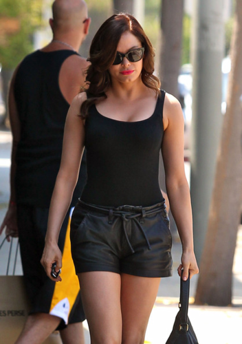Rose McGowan wallpaper possibly containing sunglasses titled Rose - Stops By the Hair Salon - August 23, 2012