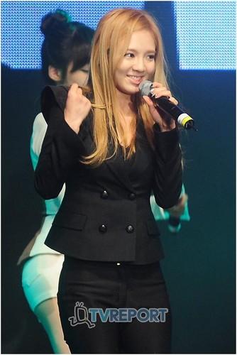 """SNSD's Hyoyeon<3 the """"dancing queen"""""""