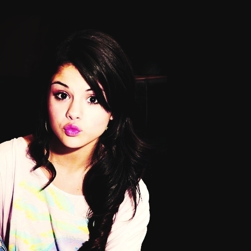 Selena Gomez Hintergrund containing a portrait titled Selly