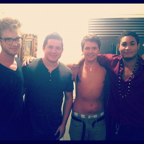 Shirtless Damian n' the lads in LA