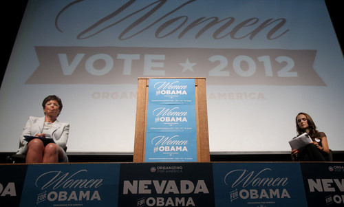 Speaking at the Nevada Women Vote 2012 Summit at the Fifth đường phố, street School Auditorium, Las Vegas (Augu
