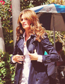 Stana Katic {New lâu đài S5 Behind the Scenes}