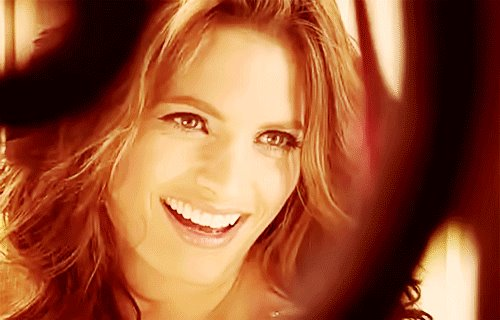 Stana Katic Hintergrund with a portrait entitled Stana Katic