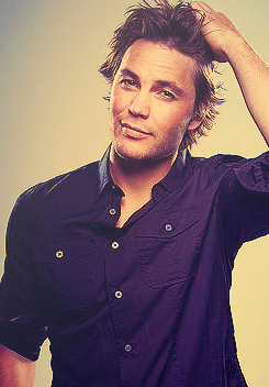 Taylor Kitsch wallpaper possibly containing a portrait entitled Taylor♥