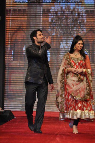 Vivian Dsena walked ramp for Gitanjali Beti
