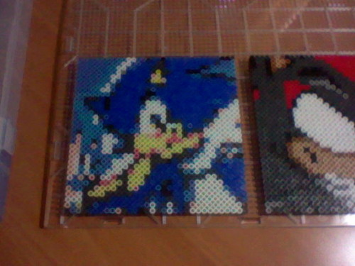 i made sonic & shadz out of perler beads <3