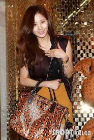 snsd seohyun and sooyoung in mcm