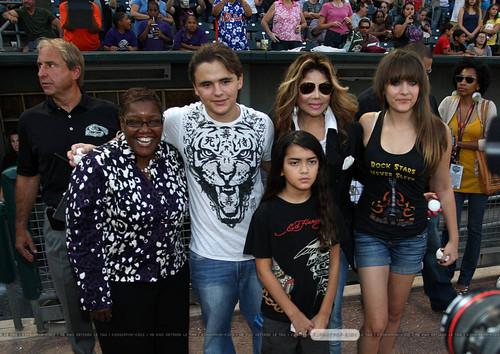 ?, Prince Jackson, Blanket Jackson, La Toya Jackson and Paris Jackson in Gary, Indiana ♥♥