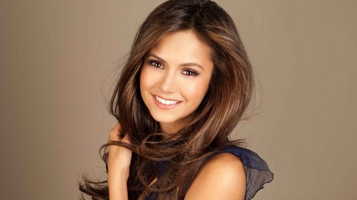 Nina Dobrev Hintergrund with a portrait and attractiveness entitled ηιηα ∂σвяєν «є
