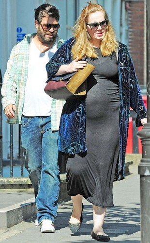 Adele Hintergrund possibly with a sign, a business suit, and an outerwear called Adele, Her Boyfriend and Her Baby Bump