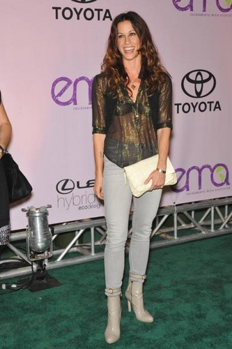 Alanis at 20th Anniversary Environmental Media Awards In Hollywood (2009)