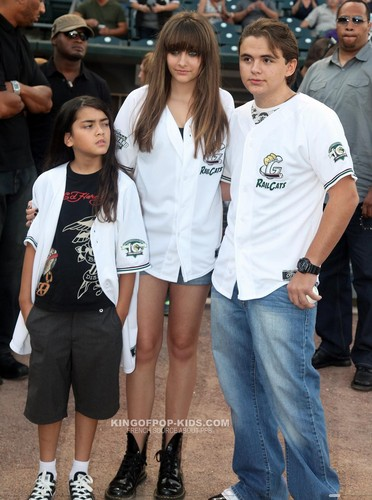 Prince Michael Jackson wallpaper containing a hip boot titled Blanket Jackson, Paris Jackson and Prince Jackson in Gary, Indiana ♥♥