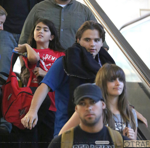 Blanket Jackson, Prince Jackson and Paris Jackson at the airport ♥♥