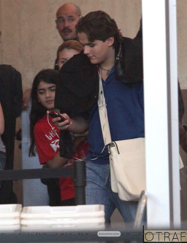 Blanket Jackson and his brother Prince Jackson at the airport ♥♥